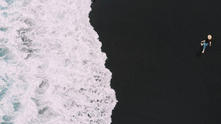 חוף עם חול שחור בפוארטו דה לה קרוז - טנריף
