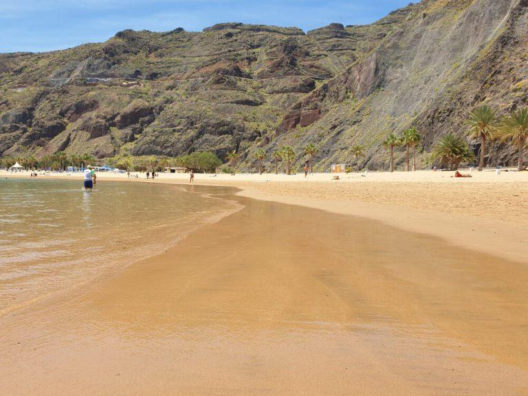חוף לאס טרסיטה, חוף חול זהוב בטנריף